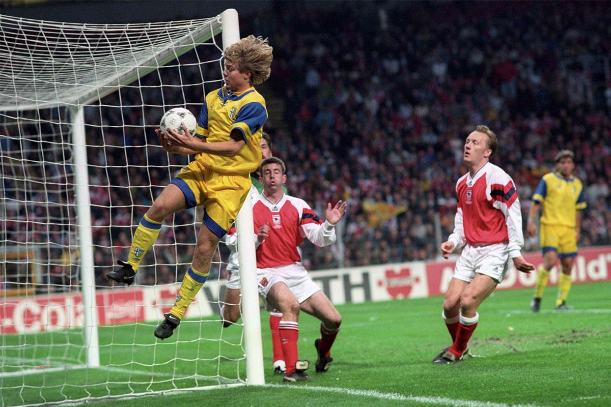Brolin playing against Arsenal