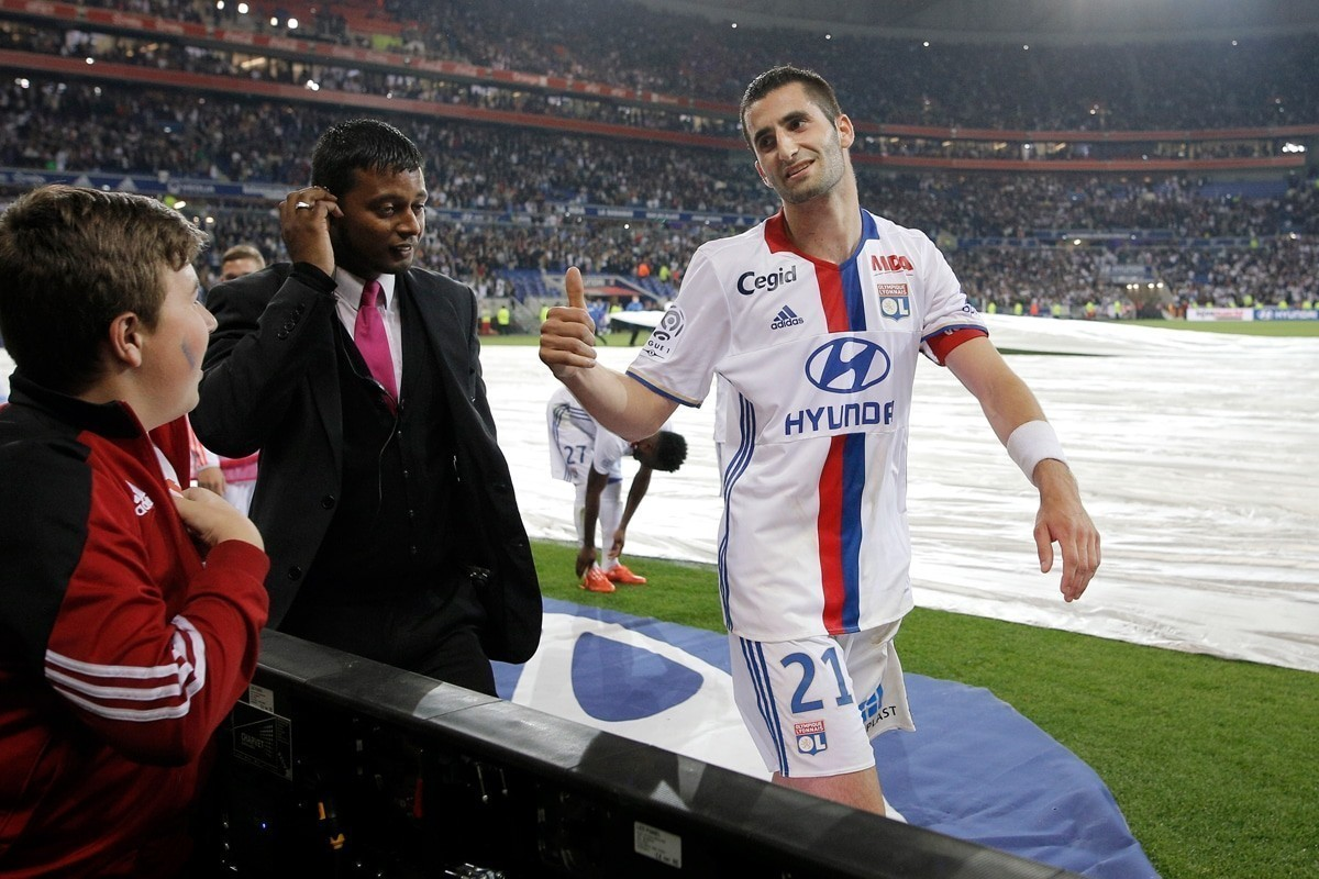 Maxime Gonalons would add protection to the Arsenal midfield.