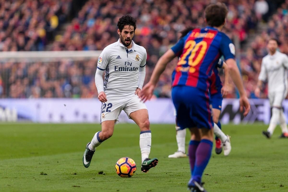Isco taking on Barcelona.