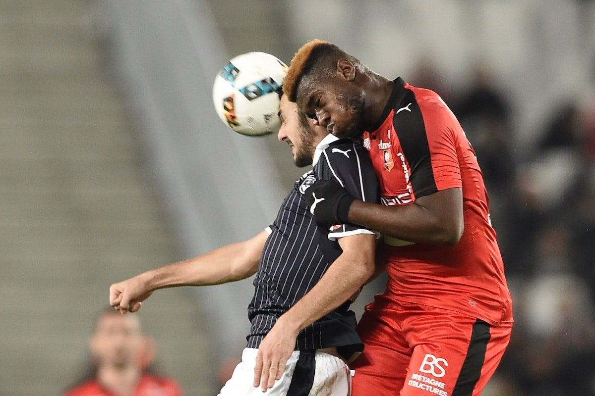 Rennes' French defender Joris Gnagnon (R) vies with Bordeaux's French forward Gaetan Laborde during the French Ligue 1 football match between Bordeaux (FCGB) and Rennes