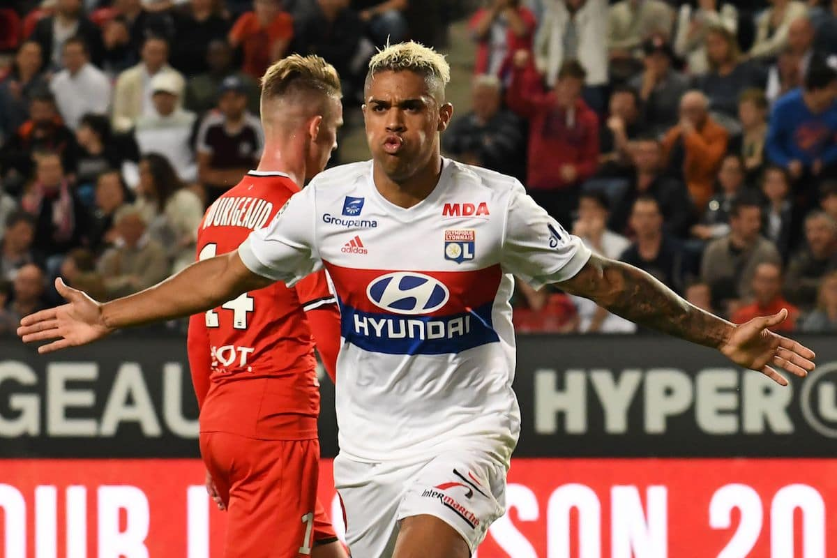 Lyon's Spanish forward Mariano Diaz (R) celebrates after scoring a goal during the French L1 football match between Rennes