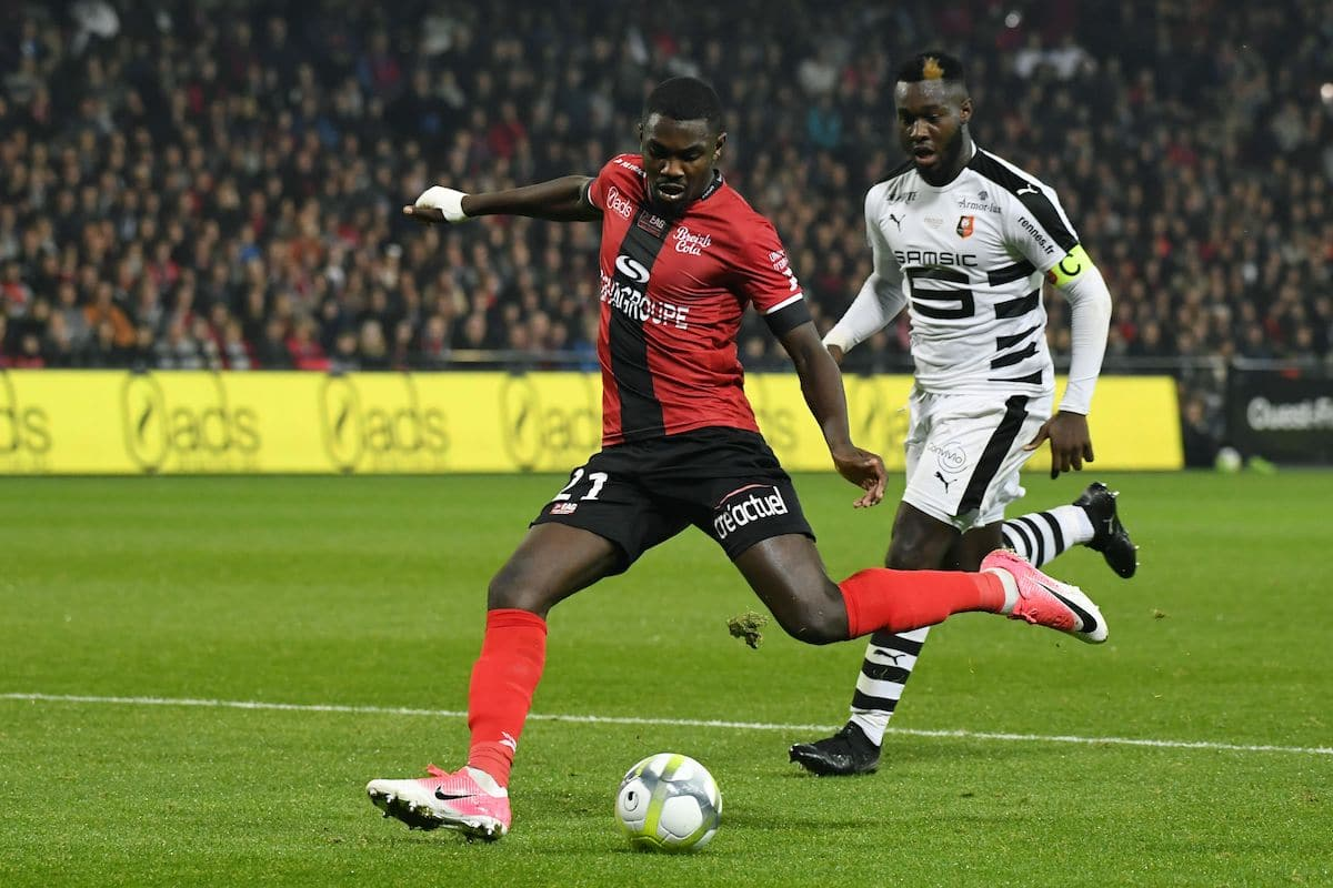 Guingamp's French forward Marcus Thuram (L) vies with Rennes' French defender Joris Gnagnon