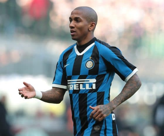 Aston Villa close to signing Ashley Young on a free transfer