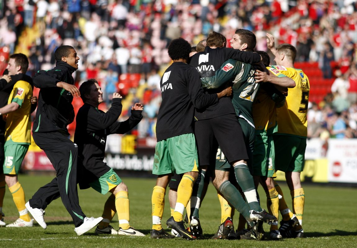 Michael Nelson celebrates winning promotion with Norwich City