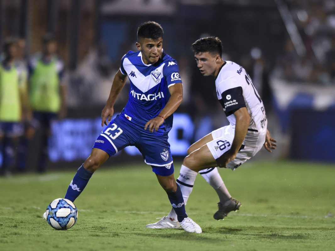 Manchester United and Arsenal target Thiago Almada in action for Vélez Sarsfield